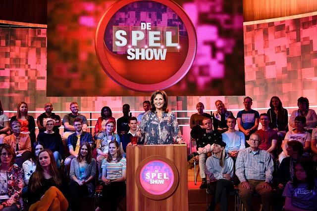 Astrid Joosten presenteert een nieuw seizoen van de S.P.E.L.show
